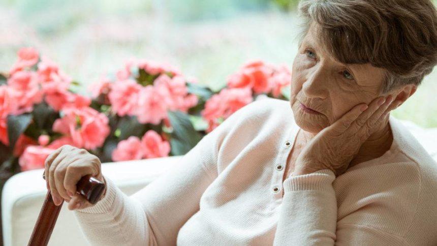 Alzheimer e demência são mais comuns em pessoas com perda auditiva